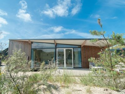 Photo for Pet-friendly Sea Lodge at a lovely holiday park near the beach of Bloemendaal
