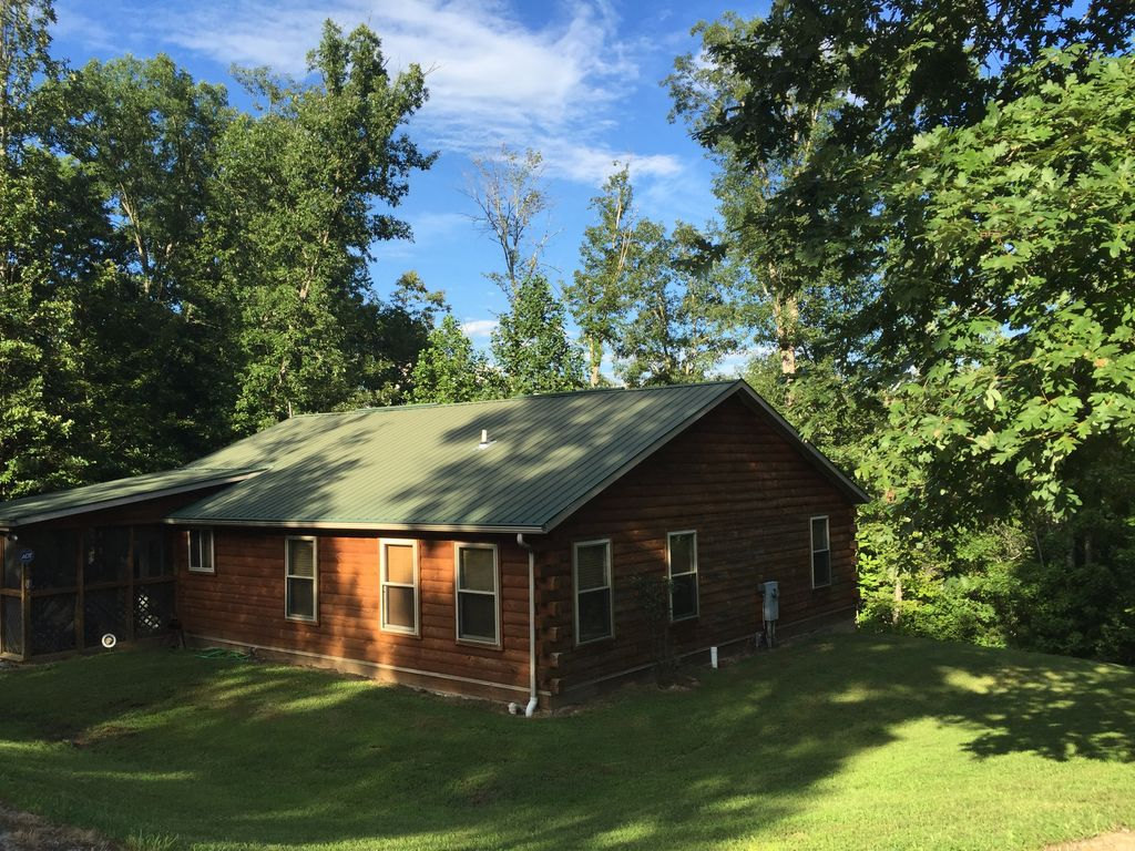 Peaceful And Quiet At This Log Cabin In The Daniel Boone