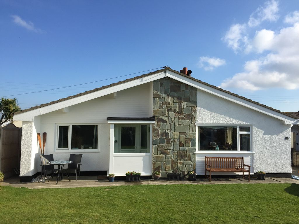 12 refail farm modern bungalow with open country views. Black Bedroom Furniture Sets. Home Design Ideas