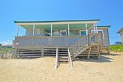 OCEANFRONT & THE BEACH IS AT YOUR FEET! 4 BRs, WIFI, OUTSTANDING OCEAN VIEWS!