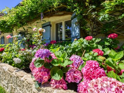 Photo for Cosy town house on the edge of a bastide with swimming pool and stunning views.