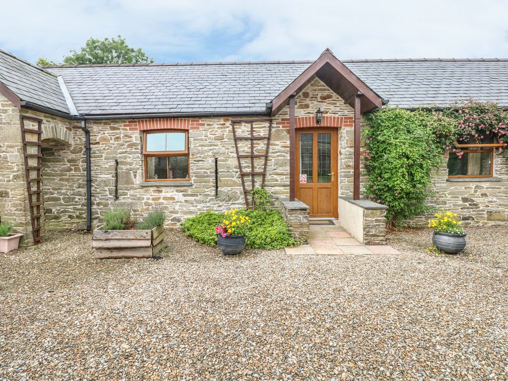 Puffin cottage pet friendly with pool in llanboidy ref - Pet friendly cottages with swimming pool ...