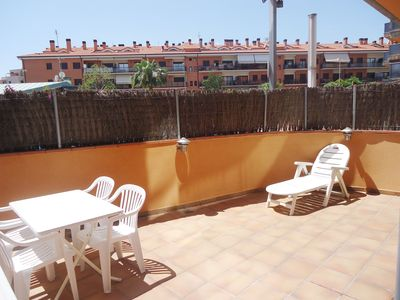 Photo for Nice ground floor apartment with large terrace and pool