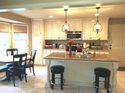 Spacious 5 BD Home. Family or Group friendly!