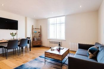 Photo for Bright and Modern Apartment in the Heart of Westbourne Grove Between N