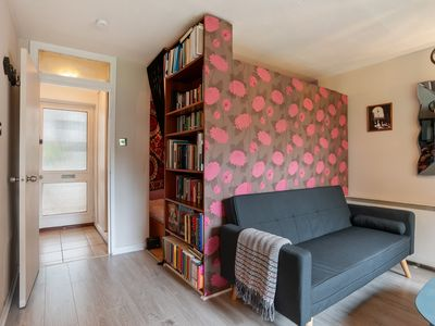 Photo for Bright 1-Bed Apt, Sleeps 3 nr Ladbroke Grove