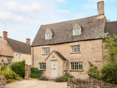 Photo for Period & contempory family friendly cotswold cottage