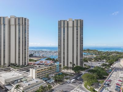 Photo for Studio on 17th floor with Diamond Head & Ocean View, Book Now at Special Rate
