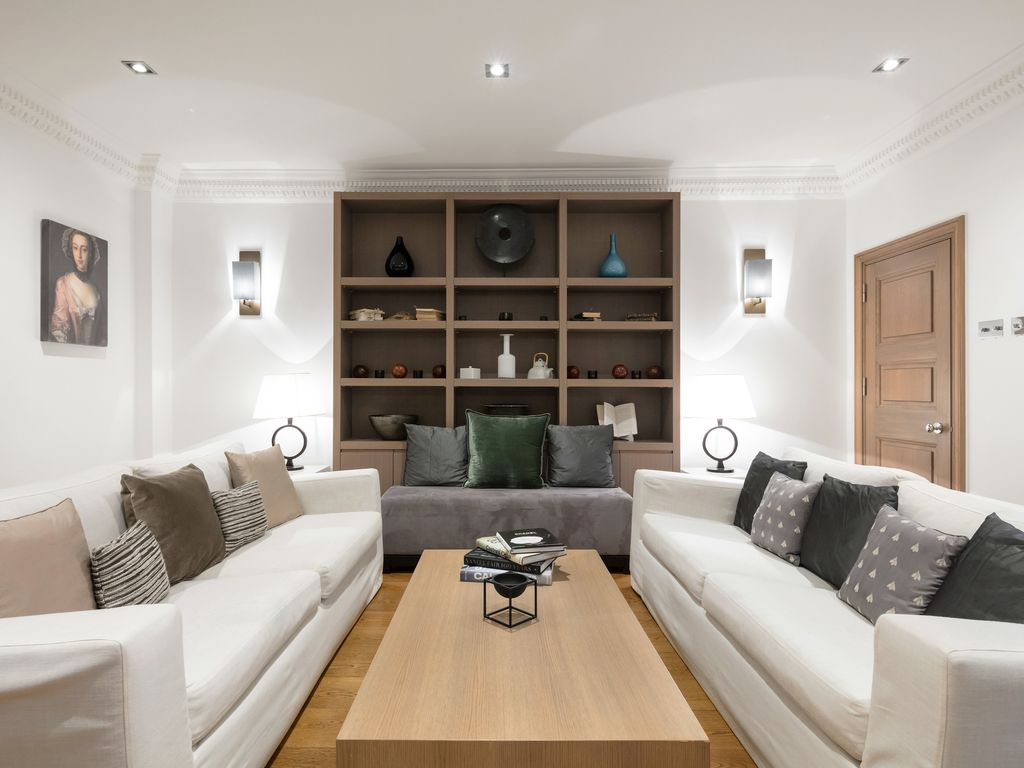 £5 Million 3BR Knightsbridge Residence at Cadogan Square with Private Garden