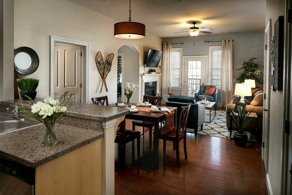 Luxury Condo Located In One Of The Coolest Vrbo