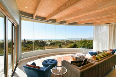 The front viewing area has unbelievable ocean views
