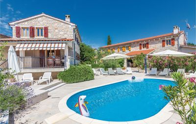 Photo for 7 bedroom accommodation in Burici