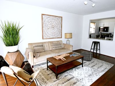 Photo for Organic Clean, King Bed, Parking, Design Dist/HP/Uptown/Katy Tr