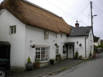 Photo for Beautiful traditional thatched cottage.
