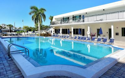 Photo for Beautifully Decorated First Floor 2br Condo Directly Across Siesta Key Beach!