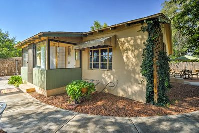 Explore Albuquerque from this charming vacation rental cottage with a patio.