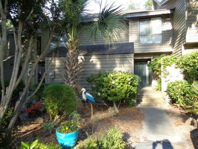 This 2 bedroom townhome in The Greens in Shipyard is close to the beach club
