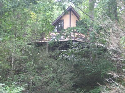 This house is hidden in the trees! Easy access from above.