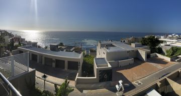 Stunning house in the exclusive Bantry Bay with stunning views of the ocean