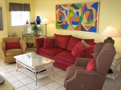 Spacious Living Room with Comfortable Seating