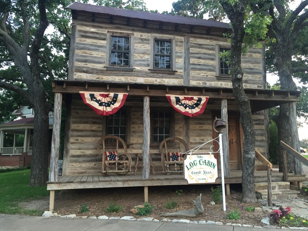 1840 39 s historic 2 story log cabin in cisco vrbo for Two story log cabin