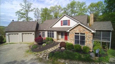 Spacious Lodge/Home located in the beautiful Hocking Hills.