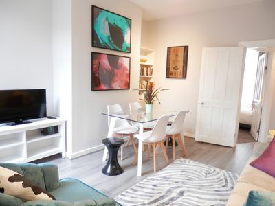 Photo for The Thornfield - stylish 3 bedroom close to city