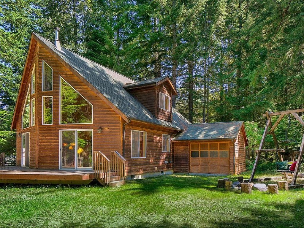 Beautiful crystal mountain chalet cabin wit homeaway for Crystal mountain cabin rentals