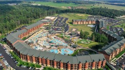 Photo for Incredible water park + comforts of home at Glacier Canyon! Summer weekends!!