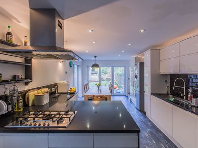 Photo for Modern city-central luxury family home, 4-5 bedrooms