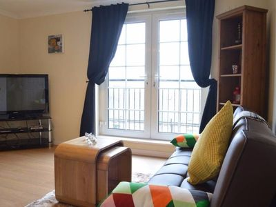 Photo for 2 Bedroom Apartment off Leith Walk Sleeps 5