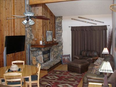 Spacious and Light Living/Diningroom with 20 ft vaulted ceilings and HDTV
