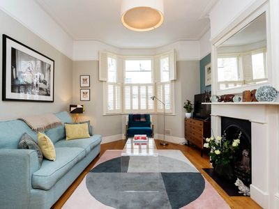Photo for Cosy and stylish 1 BR in lovely Fulham. Close to the river (Veeve)