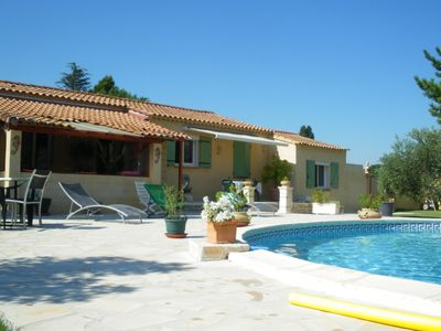 Photo for Pretty Provencal house, ground floor, private pool, fenced.