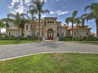 Superb Temecula Estate w Balkone
