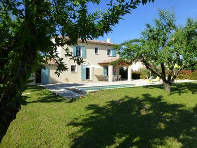 Photo for Villa with pool in Saint-Didier