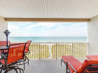 Photo for Cozy, beachside condo w/shared pool & hot tub - walk to dining, near attractions