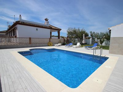 Photo for Cute individual house for 4  persons with private pool in quiet surrounding – only some 600m from Conil, with free WiFi and anir condition.