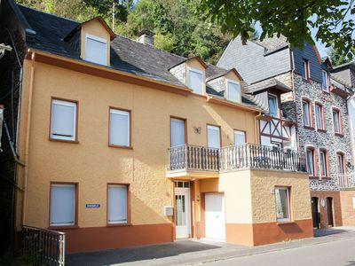 Photo for A holiday home for eight people, a stone's throw from the River Mosel.