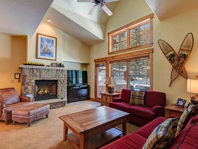 Photo for Luxurious ski-in townhome, walk to town/gondola, shared hot tubs/pools!