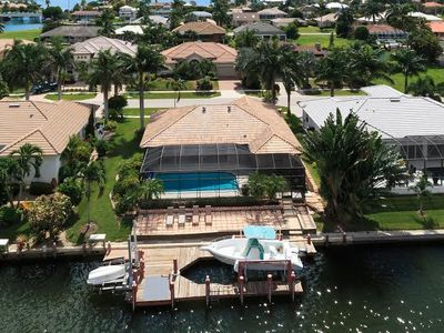 Outstanding waterviews, sun deck for everyone with fishing from the dock!