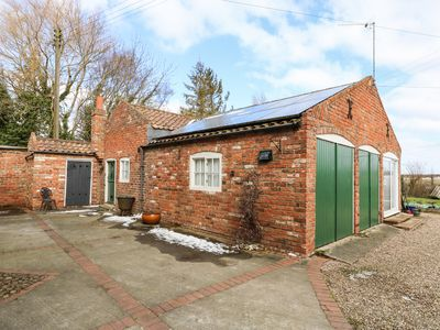 Photo for THE OLD FARM COTTAGE, pet friendly in Louth, Ref 975628