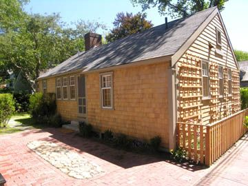 'Sweet Pea' Cottage just steps off Main Street in Town