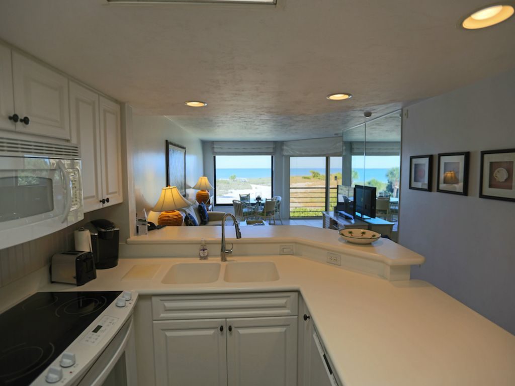 large 1 bedroom 2 bath condo great location outstanding gulf view