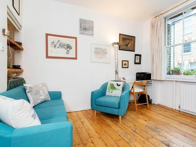 Photo for Quaint 2 bed apt, conveniently located 5 mins from Vauxhall station (Veeve)