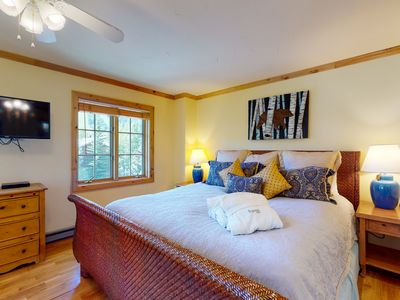 Photo for Snug ski-in/ski out lodge condo with mountain views and shared pool & hot tub!