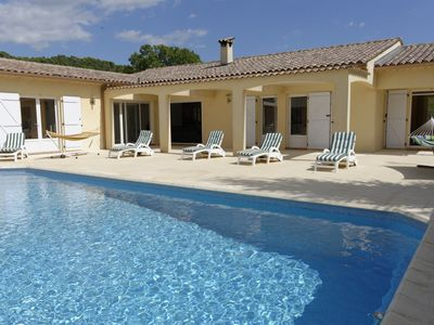 Photo for Provencal villa for 8 people, with heated pool and quiet garden