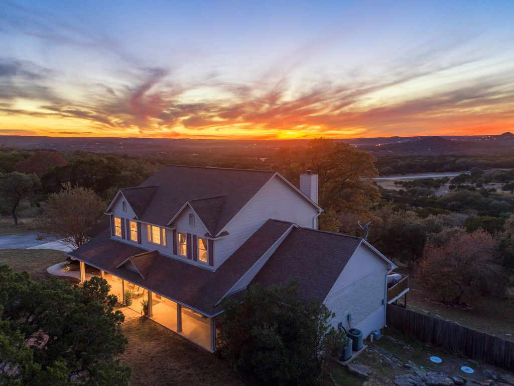 Stunning Hilltop Sunset View, 5 Private Acres, Walk to Blue Hole Trail!