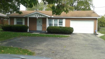 A BEAUTIFUL 3 BEDROOM BUNGALOW WITH ALL MODERN AMENITIES  CLOSE TO A PARK!!