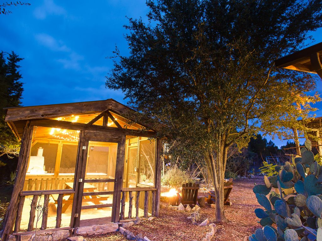 Secluded Hill Country Glamour with loads of amenities for up to 8!